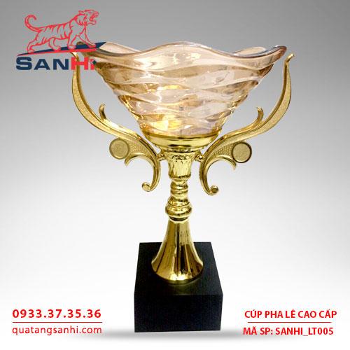 Cúp pha lê cao cấp tô quai thân vàng SanHi-LT005