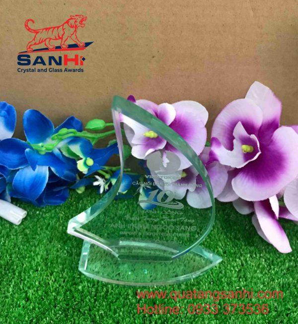 Kỷ niệm chương thuỷ tinh SanHi-TT049