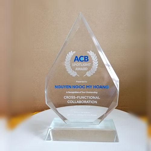 kỷ niệm chương pha lê acb bank