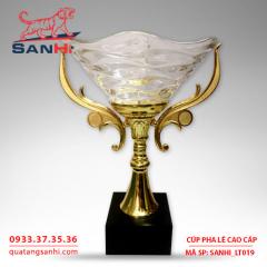 Cúp pha lê tô quai thân vàng cao cấp SanHi-LT019