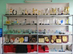xưởng kỷ niệm chương pha lê sanhi